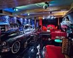 bar w Old Timers Garage