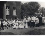 Procesja podczas Komunii wokół kościoła NSPJ