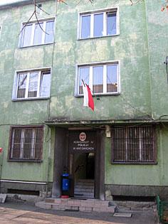 Wejście do budynku policji