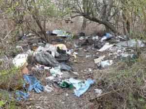 Dzikie wysypisko śmieci,ul. Załogowa i ul. Kostki-Napierskiego